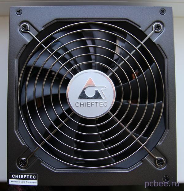 Если в блоке питания установлен вентилятор на 120 мм или более, то он  прикручен к нижней крышке