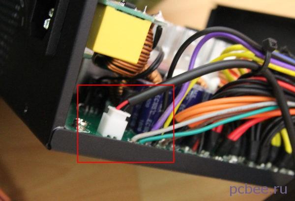 Вентилятор подключается к плате при помощи разъема 2-pin - красный и чёрный провод