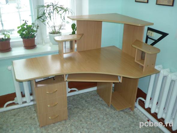 Компьютерные столы угловые для дома. Фото