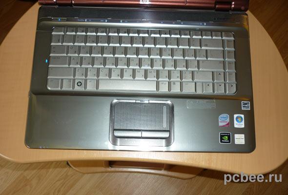 Столешница столика ноутбука позволяет разместить только мышь