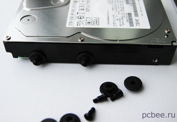 Жесткий диск был установлен на резиновых втулках